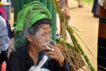 Femme cheroot Lac-Inle-Myanmar-blog-voyage-2016 47