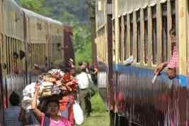 Vendeurs Pyin-Oo-Lwin-Gohteik-Myanmar-blog-voyage-2016 15