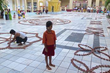 Fete lumieres Mahamuni bougies Mandalay-Sagaing-Mingun-Myanmar-Birmanie-blog-voyage-2016 35
