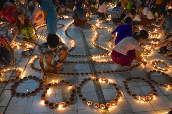 Fete lumieres Mahamuni bougies Mandalay-Sagaing-Mingun-Myanmar-Birmanie-blog-voyage-2016 40