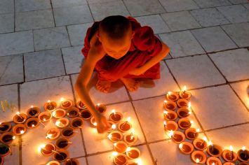 Fete lumieres Mahamuni bougies Mandalay-Sagaing-Mingun-Myanmar-Birmanie-blog-voyage-2016 44