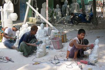 Sculpteurs bouddha Mandalay-Sagaing-Mingun-Myanmar-Birmanie-blog-voyage-2016 7