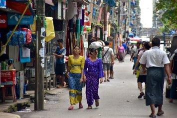 Femmes rues Yangon Bilan-Myanmar-Birmanie-blog-voyage-2016 9