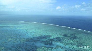 Survol de la Grande Barrière de Corail, en Australie