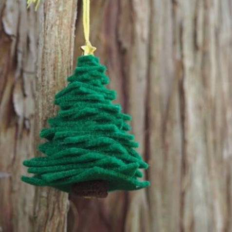 Easy DIY Felt Christmas Tree Ornament by Trixi Symonds for Hello, Wonderful Blog - For the Love of…Winter at www.elistonbutton.com - Eliston Button - That Crafty Kid – Art, Design, Craft & Adventure.