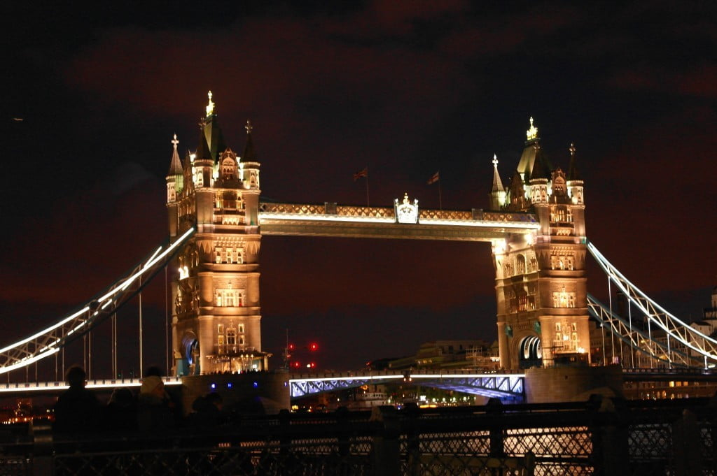 Tower Bridge: Day and Night - Photos of London