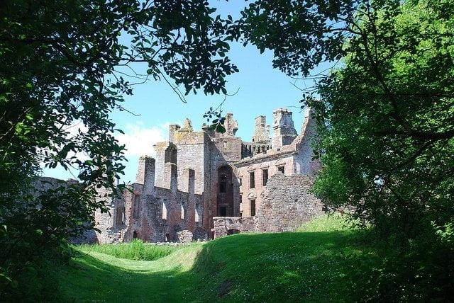 caerlaverock-castle