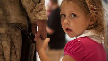 e132b10c20f31c3e81584d04ee44408be272e0d611b3194893f7_1280_parent-holding-child-hand