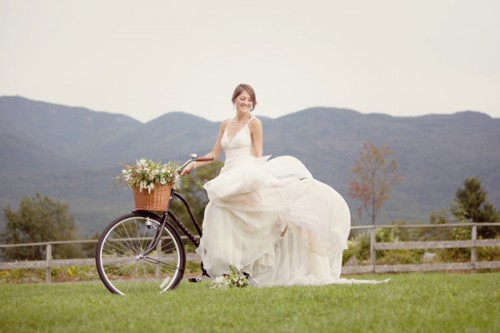 bride-on-bicycle