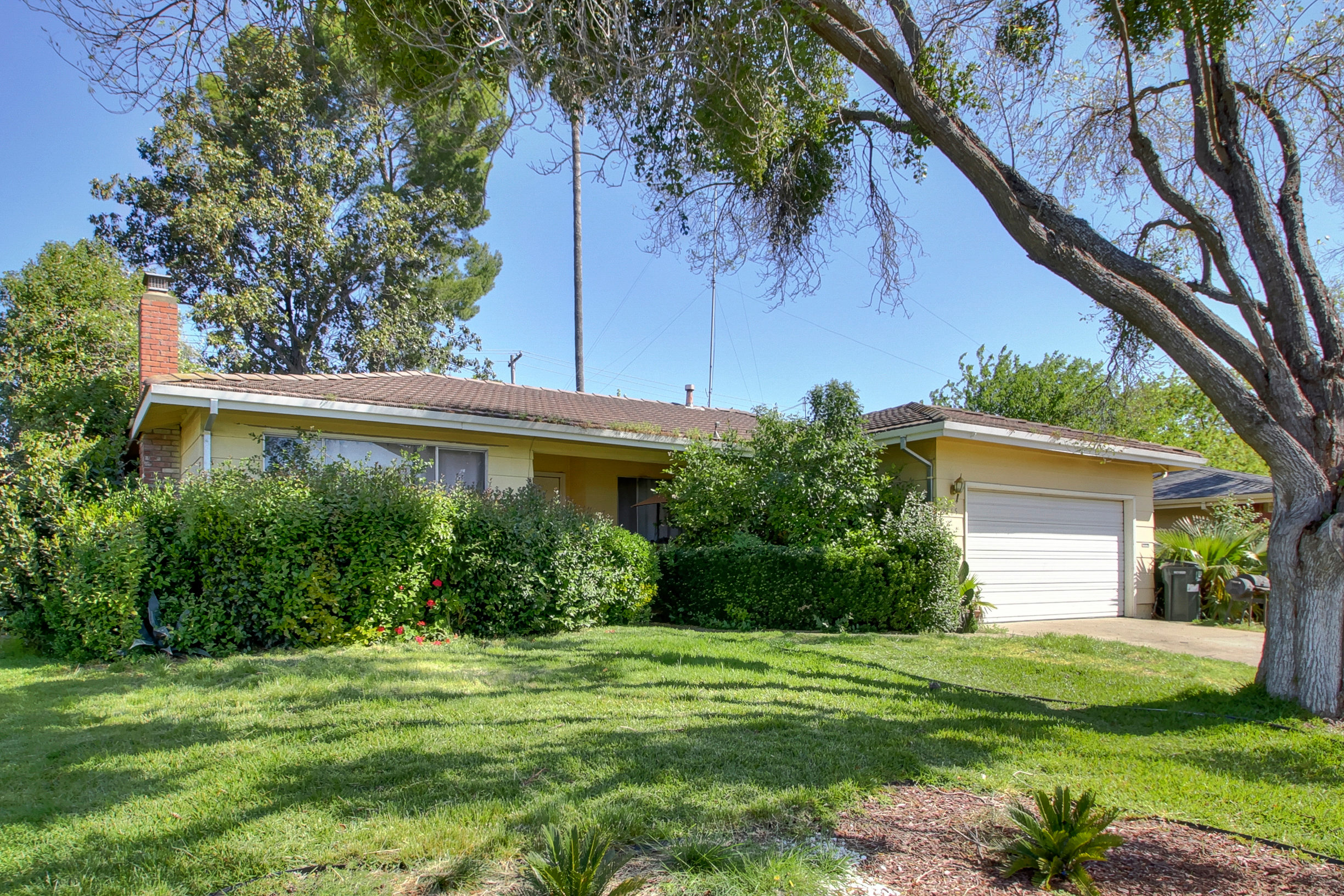 Sacramento Fixer Home For Sale in Rosemont