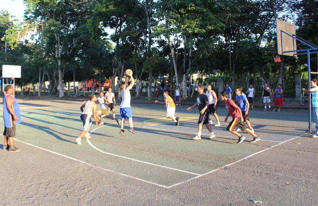 Canchas de baloncesto al aire libre del complejo deportivo JPD.