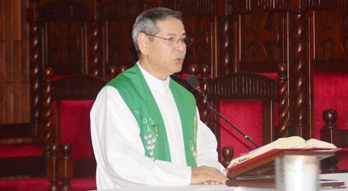 padre Carmelo Santana,