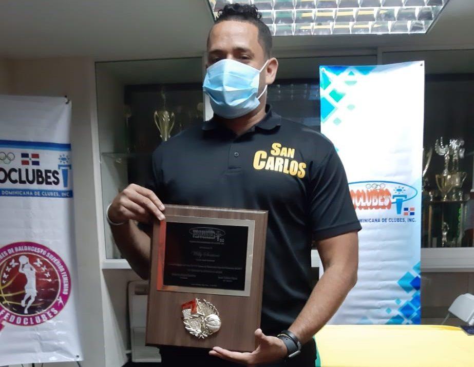 Willy Soriano, del club San Carlos, premiado como Dirigente del Año por Fedoclubes.