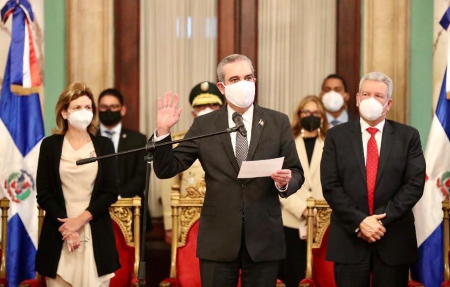 El presidente Luis Abinader Corona juramentó a las nuevas gobernadoras provinciales.