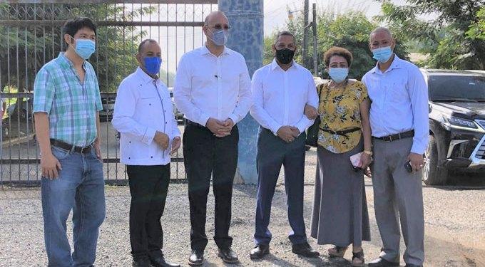❏ Dirigentes en visita a las instalaciones de la zona franca