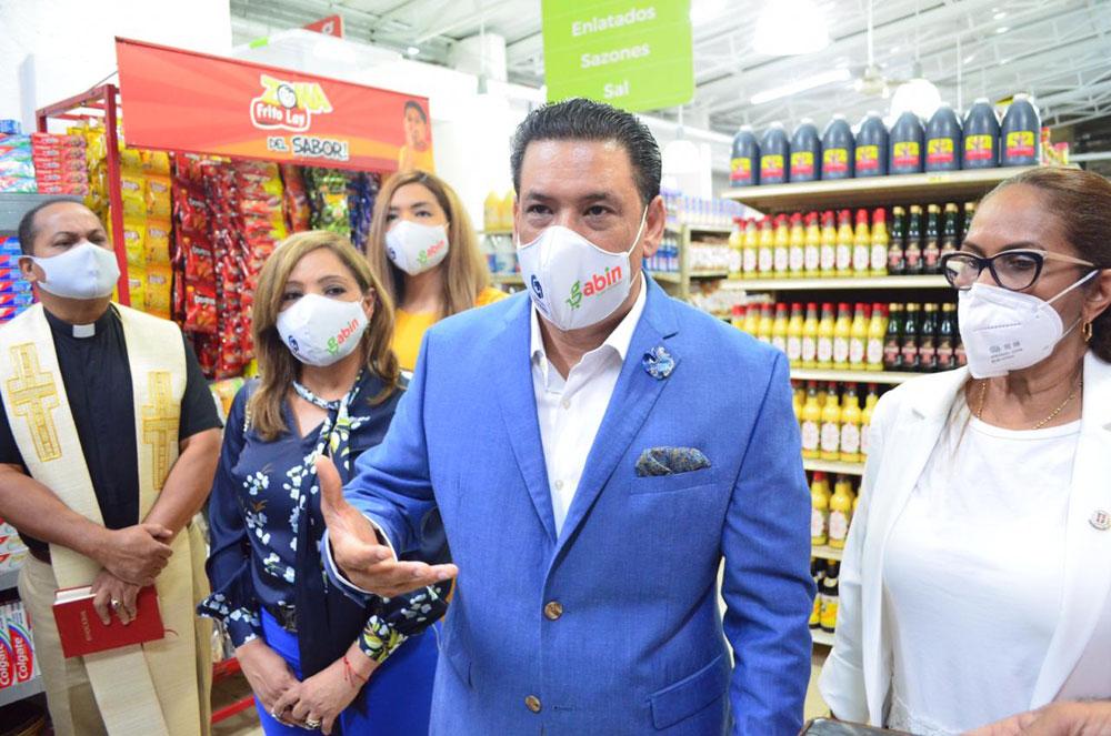 Dilcio Gabín, explica las proyecciones de lo que será Gabín Super Almacén.