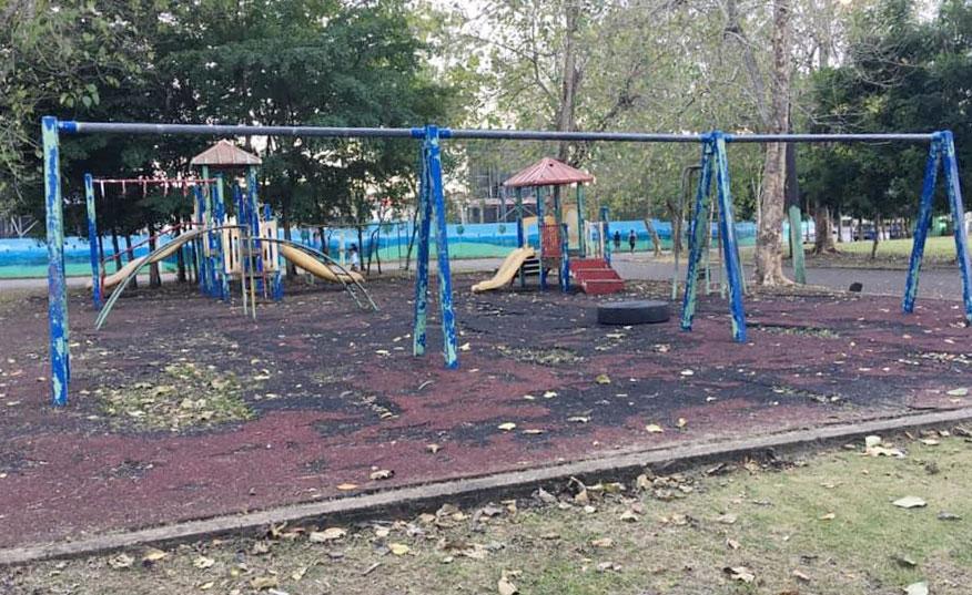 La deteriorada área infantil del complejo deportivo Juan Pablo Duarte de San Francisco de Macorís.