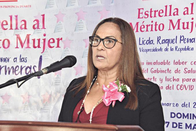 ❏ Licda. Ana Xiomara Cortés, expresó palabras de motivación a todas las enfermeras.