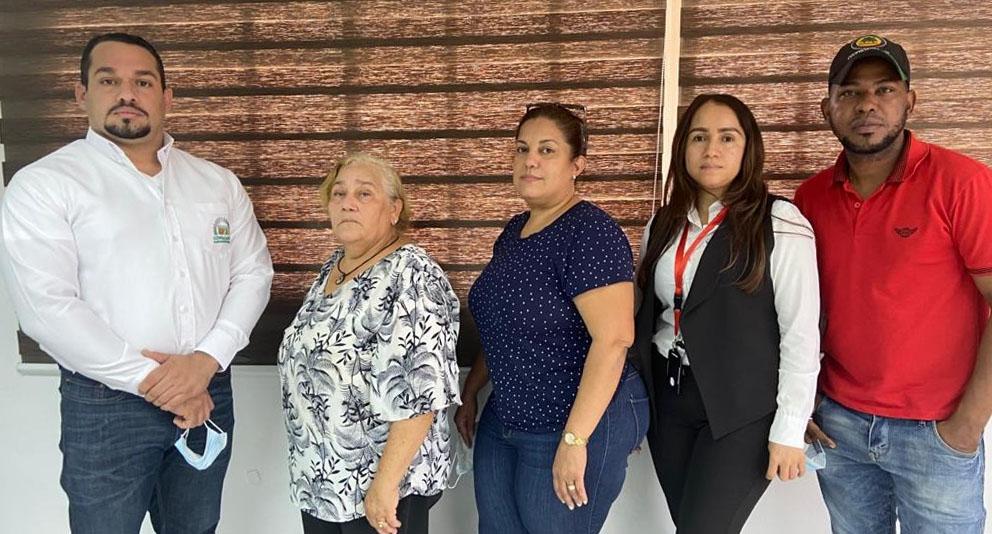 Desde la izquierda Cosme Guerrero, Felipa Gabriel, Maribel Peguero, Saidy Camilo y Joan Manuel.