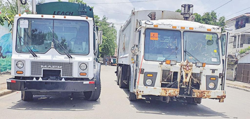 El ayuntamiento recibió dos camiones recolectores de basura para reforzar la limpieza en la ciudad.