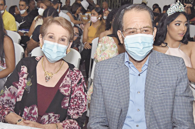 Alcalde Siquio Ng y su esposa doña Josefina Collazo