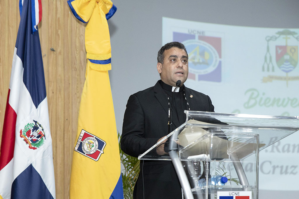 El reverendo padre Isaac García de la Cruz.