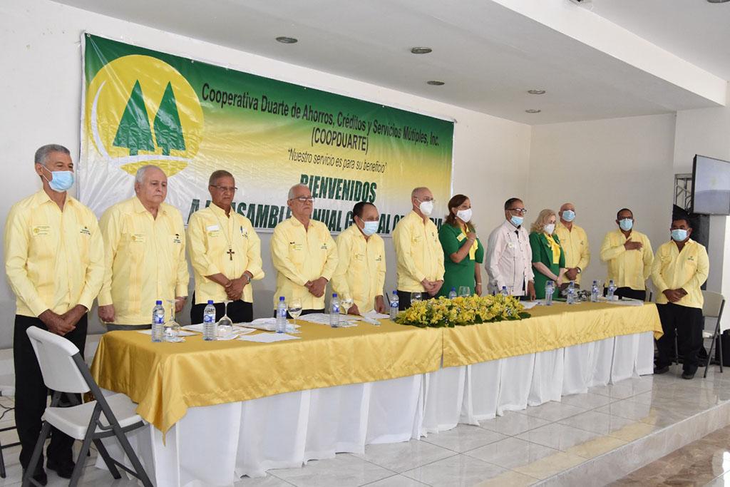 Integrantes del nuevo consejo de administración de la CoopDuarte. Foto SFMacoris.com/Silvio Rosario.