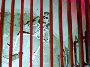 Skelett im Verlies Spitzer Turm Wertheim 2016-06-16 Foto Elke Backert