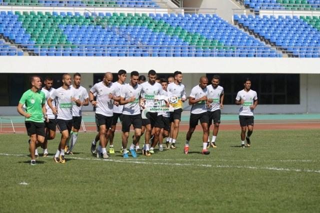 بالصور .. الخضر يجرون حصة تدريبية بملعب هيروز ستاديوم 24