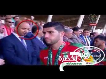 فيديو .. لاعبو شبيبة بجاية يرفضون مصافحة وزير الشباب والرياضة 24