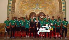 إسداء أوسمة من مصف الاستحقاق الوطني لعناصر المنتخب الجزائري 33