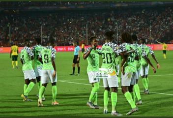 نسور نيجيريا إلى نصف النهائي بالفوز على جنوب إفريقيا بهدفين لهدف 34