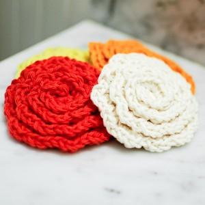 new-crochet-flower-face-scrubbies-2