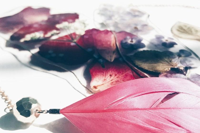 Lesezeichen aus Blütenblättern