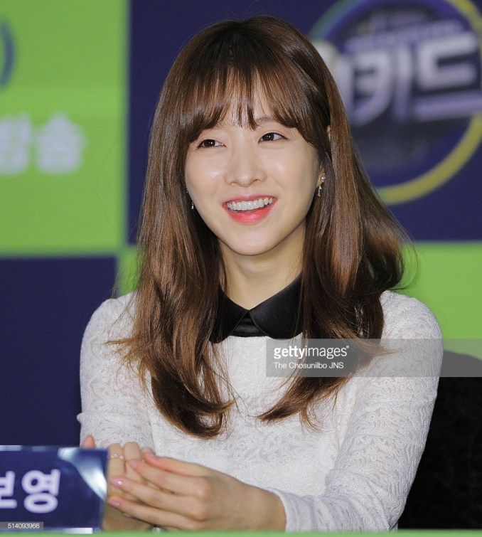 Hairstyles for round face_Park Bo Young