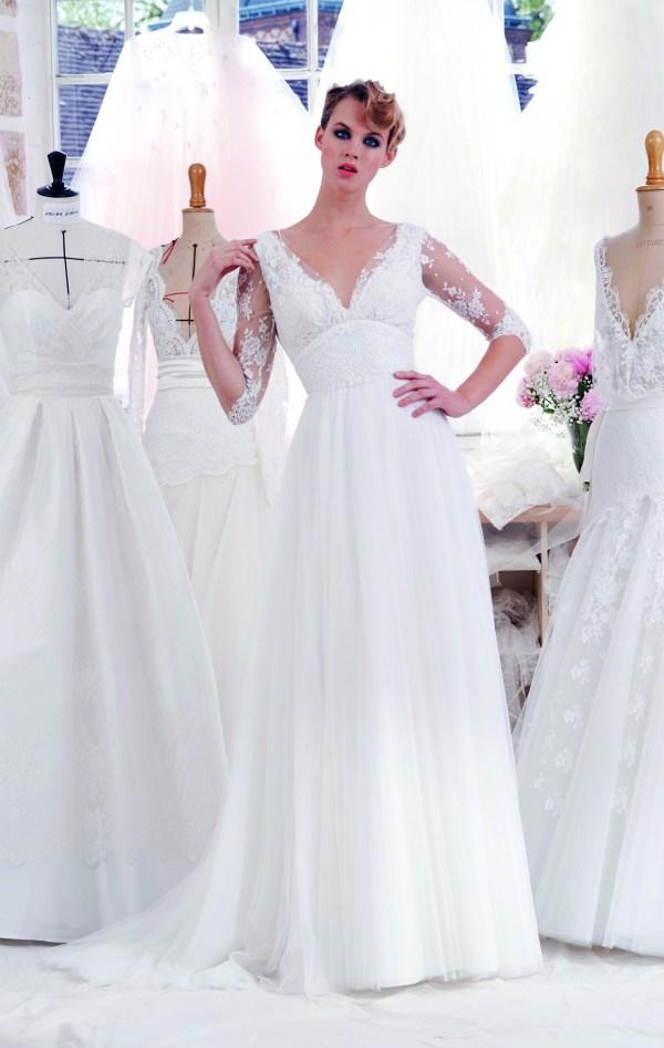 Atelier Emélia 2020 - Modèle Adèle - Robe de mariée vaporeuse à manches en dentelle - Boutique Elle a dit Oui by Elsa Gary Caen