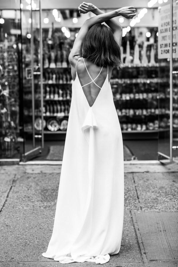 Agata Wojtkiewicz 2020 - Modèle Be Minimal - Robe de mariée minimaliste fluide pour une mariée moderne - Boutique Elle a dit Oui by Elsa Gary Caen