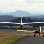 Mike Romeo Papa - Rolling runway 32, glider on tow
