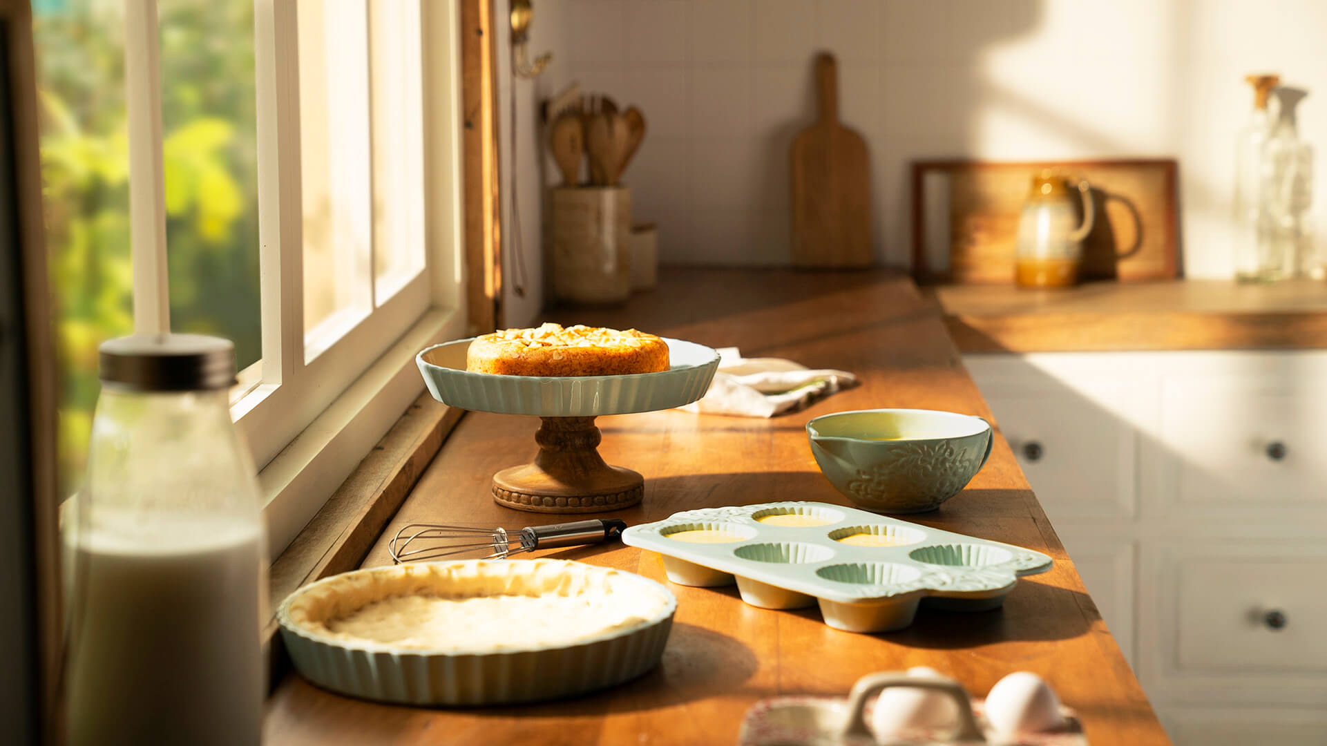 how microwave bakeware is different