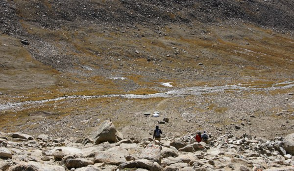 Day 2 of the kora: the last steep descent to the Lham-chu Valley, Below the tea tents already can be seen. Lunchtime there (2010)