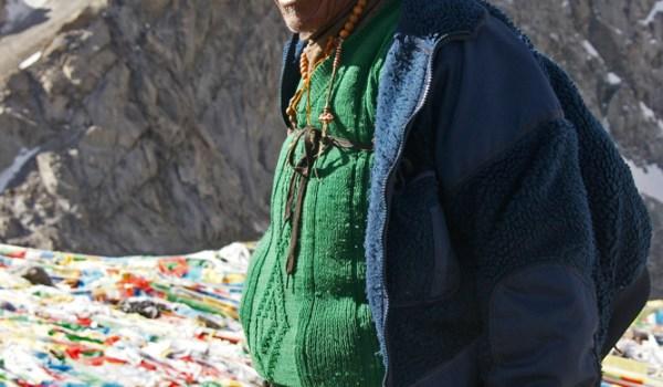 Day 2 of the kora: pilgrim on Drolma La pass (5.660m) (2011)