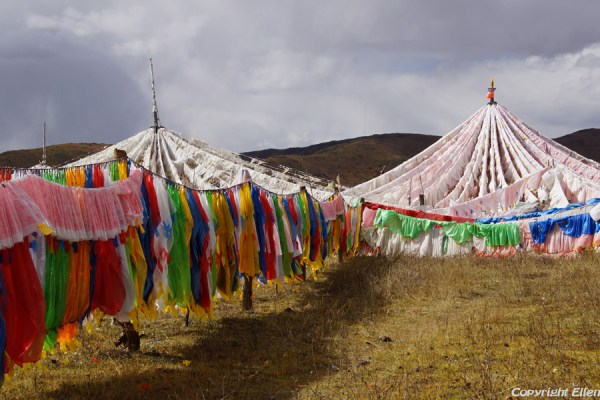 Stupas and prayer flags at Waqie