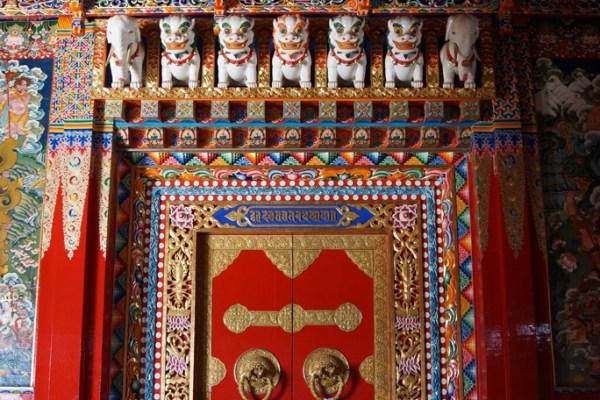 Entrance to the big prayer hall at Dagzha Monastery at Zoige