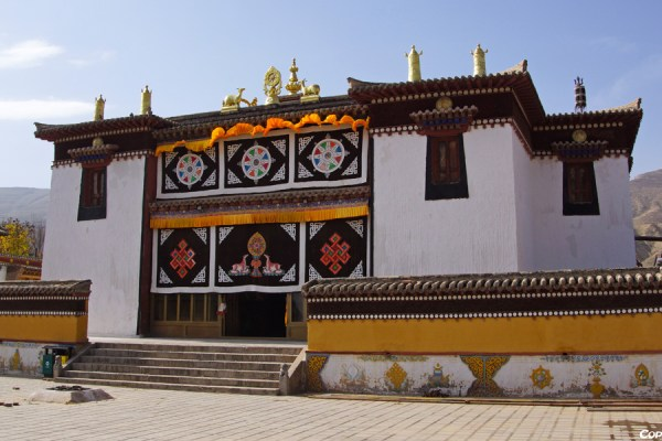 Assembly hall at Gomar monastery near Rebkong (Tongren)