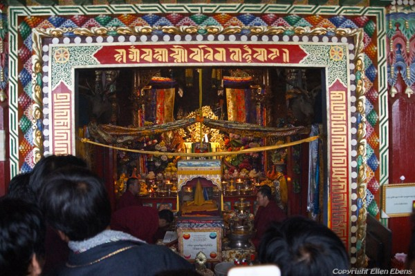 Ceremony in a hall at Rongwu Monastery