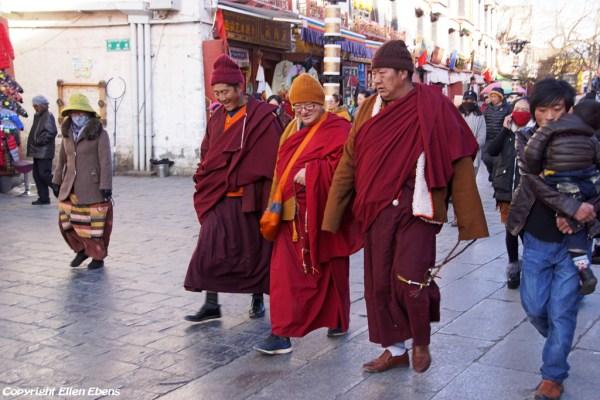 Lhasa, pilgrims at Barkhor Street