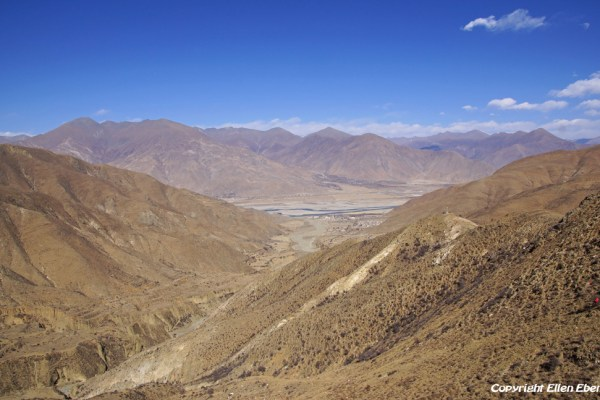 Looking back at the Yarlung Tsangpo Valley when riding up to the Kamba La pass