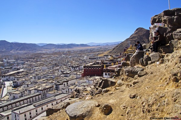 Shigatse: walking the kora around Tashilhunpo Monastery and looking down on the monastery