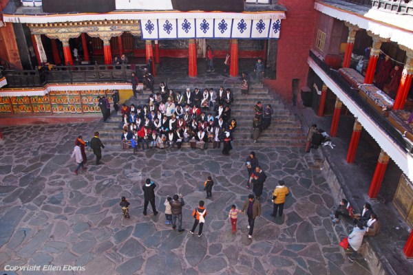 Pilgrims posing for a group picture at Tashilhunpo Monastery
