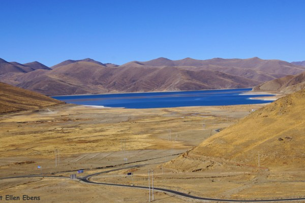 Driving down to Yamdrok Tso Lake